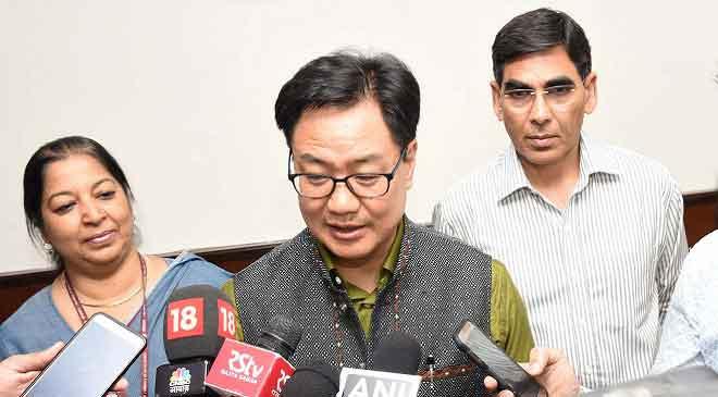 मोदी सरकार में पिछले खेलमंत्री राज्यवर्धन सिंह राठौड़ को इस बार मौका नहीं दिया गया और पिछले गृह राज्य मंत्री किरण रिजिजू को नया खेल मंत्री बना दिया गया.